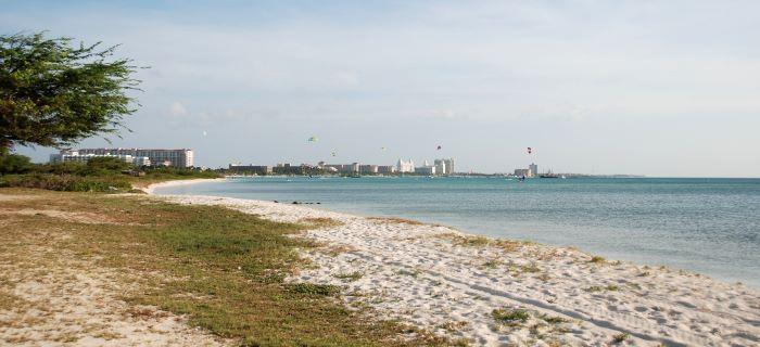 begin of Malmok beach - a view of Palm beach